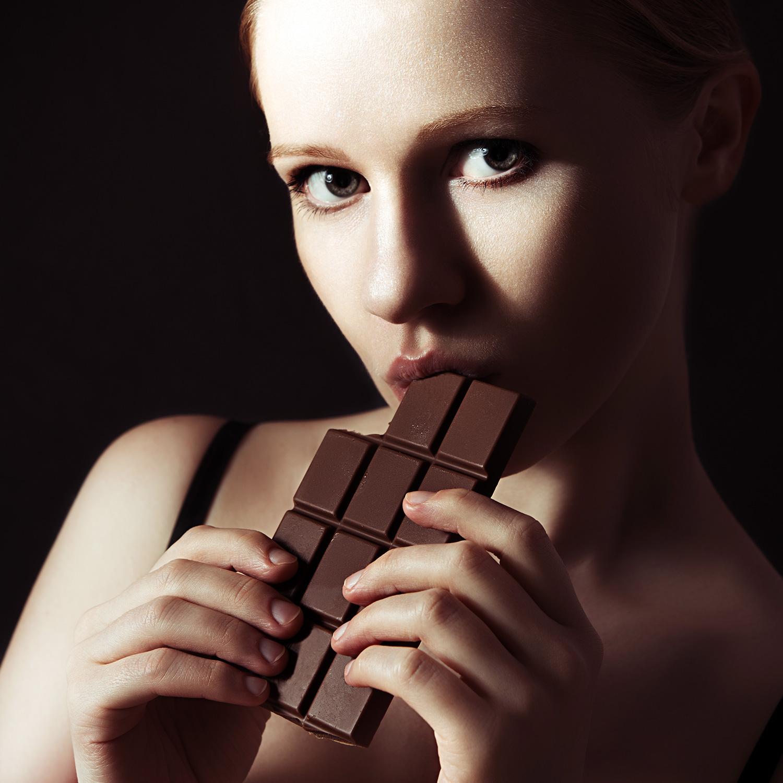 Снял девушку за шоколадку 5 фотография
